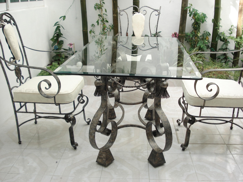 кованые столы со стеклянными столешницами