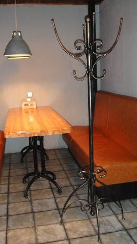 напольная кованая вешалка Кафе